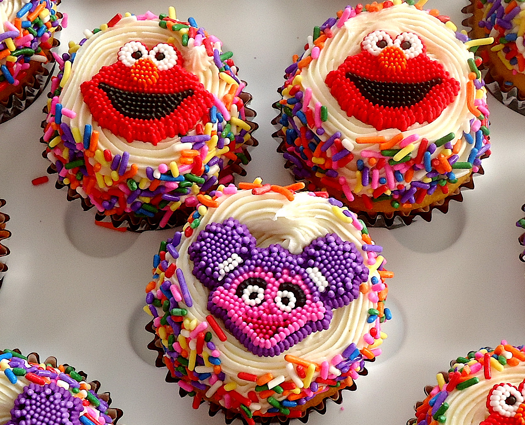 Elmo and Abby Cupcakes | The Critics In My Kitchen
